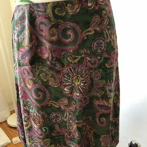 Beautiful skirt by Nine West size 10!  Love colors